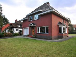 Goed gelegen klassieke villa in Kalmthout-Heide met o.a. 5 slaapkamers, inpandige garage en ruime zolder. Wonen in het groen toch op wandelafstand van