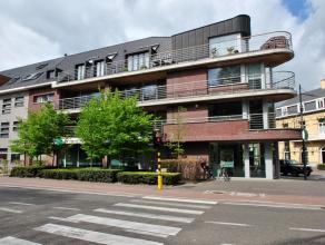 Luxe duplex appartement in het centrum van Kalmthout - Heide met een oppervlakte van ca. 145 m², 2 slaapkamers, 2 badkamers en 2 terrassen.