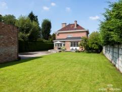 De mooie en uitstekend onderhouden villa met een netto bewoonbare oppervlakte van 240 m², werd gebouwd in 1959 op een rechthoekig perceel van 111