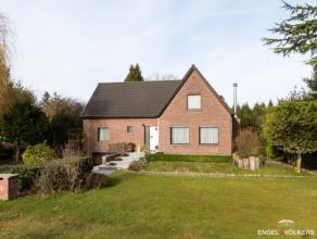 Op een ruim perceel van 1.396m² komt deze villa prachtig tot haar recht in het residentiële Baarle.Deze villa is volledig onderkelderd en bi