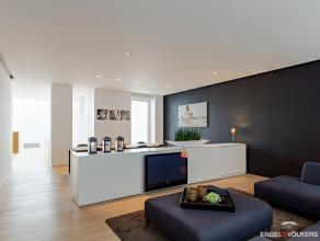 Luxueus duplex-appartement met 3 slaapkamers en een terras. //  // Centraal gelegen nabij winkels en uitvalswegen komt dit prachtige appartement vrij