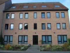 Bel appartement idéalement situé se composant de 2 chambres, living lumineux, cuisine équipée ouverte, salle de bain avec