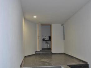 Surface commercial de 40 m² idéalement situé dans le Centre de Mons et se composant d'une pièce principale et d'un local san