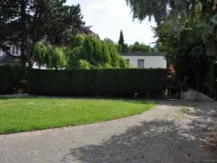 Uccle, Fond Roy. Lumineuse villa contemporaine dotée d'un agréable jardin dans un quartier calme et aéré à proximit