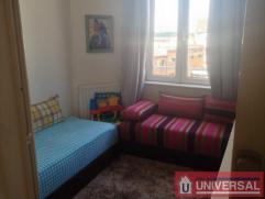 A proximité de la gare de midi et des transports en communs, très bel appartement au 3ieme étage comprenant un grand living de 24