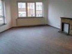 Situé à proximité de l'OTAN et des institutions européennes,appartement renové comprenant: living,cuisine semi-&eac