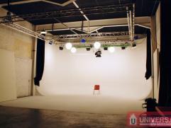 Superbe espace pour un studio Tv ou Photographe de +/- 650 m² dans un quartier proche à l?autoroute E40 et au commerces et transport en co