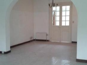 Chaussée du Roeulx, 15 à 7000 MONS. Maison composée de: hall d'entrée, séjour, cuisine semi équipée,