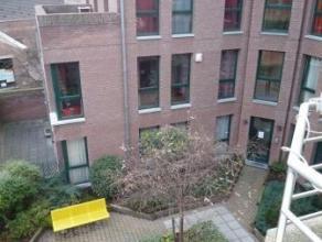 Rue de la Houssière 3/A3 à Mons. En centre ville, grand appartement lumineux composé de: Hall d'entrée, living, terrasse,