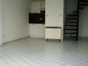 Chaussée de Binche 185A à 7000 MONS. Petite maison composée d'un séjour/salle à manger, cuisine semi-équip&e
