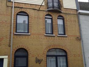 Vaste maison d'habitation en parfait état, située dans quartier calme non loin d'une gare et commerces de proximité. La toiture a