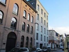 Mooi gerenoveerd GEMEUBELD appartement met 1 slaapkamer op 5 minuten van het centraal station te Antwerpen. Gelegen in een oude chocoladefabriek dat i