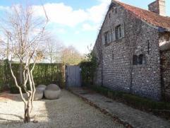 Prachtige gemeubileerde conciergerie met privé tuin en parking gelegen op een idylische locatie midden in de natuur vlakbij toegangswegen naar