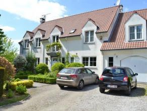 Superbe villa situé au bout d'une allée privée avec vue imprenable, a coté de la BSB (375m² habitables), living avec