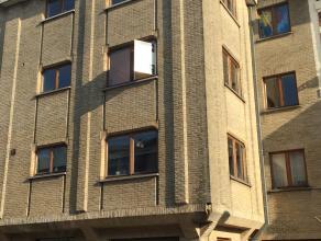 Goed gelegen appartement op de 2de verdieping met lift, nabij Nachtegalen park. Verbindingswegen zoals de Elisabethlaan, Grote Steenweg en de ring ron
