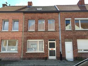 <br /> Woning gelegen in het hartje van Mortsel met een grondoppervlakte van 47 m². Enerzijds ligt het woonhuis in een rustige straat en, voor de