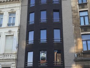 Modern 3-slaapkamer appartement gelegen op een eerste verdieping aan de Grote Steenweg 87-89 te Berchem. Niet zo ver gelegen van het Koning Albertpark