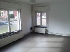 Appartement op het gelijkvloers  met 2 slaapkamers , privé tuin en garage .