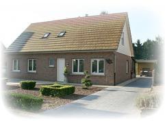 Ligging/Omgeving  De woning is gelegen in de Heidestraat 2a in Hechtel-Eksel op de grens met Kerkhoven (Lommel). Zeer rustige buurt en ideaal voor