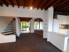 A quelques kilomètres d'Uccle, sur 1650 Beersel (Delhaize) Belle maison moderne rénovée de 300 m2. Spacieux séjour lumineu