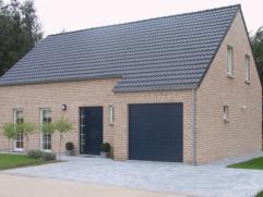 Projet de construction d'une 4 façade avec le model Linea, 3 chambres, SDB, 1 grenier, garage pour une voiture. Avec nombreuses possibilit&eacu