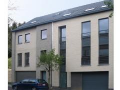 Nieuwbouwproject voor een half open bebouwing met het model AMSTERDAM 3 kamers, badkamer, garage voor 1 wagen, driedubbel beglazing, zonnepanelen, 14c