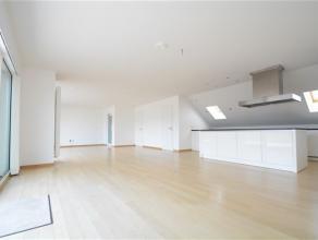 Arlon, splendide duplex de standing de 170 m² composé comme suit: au 2ème étage: une grande chambre ( initialement 2 chambre