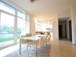 Splendide appartement neuf de 115 m² compos comme suit: hall d'entre , vaste sjour lumineux donnant sur une grande terrasse en bois exotique, cui