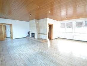 Arlon, spacieux appartement de 170 m² composé comme suit: hall d'entrée, bureau, wc indépendant, réserve, grand s&eac