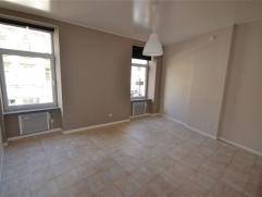Arlon centre ville, trÃÂs bel appartement entiÃÂrement rÃÂnovÃÂ composÃÂ comme suit: