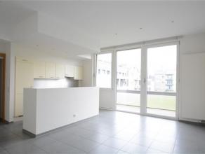 Arlon, trs bel appartement de 80 m² compos comme suit: hall d'entre, sjour lumineux avec trs belle terrasse, cuisine quipe, buanderie, 2 chambres