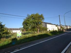 Arlon - Weyler, ensemble immobilier sur terrain de 24 ares comprenant une maison  rnover et d'un terrain  btir de 47 mtres de faades. Situation idale