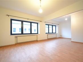 Arlon centre, splendide appartement de 112 m² composé comme suit: hall d'entrée spacieux séjour, cuisine équip&eacute