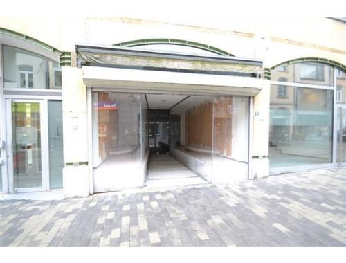 Bâtiment commercial à louer à Arlon, € 1.300