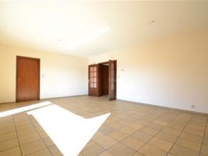 Arlon, agréable appartement de 110 m² composé comme suit: hall d'entrée, vaste séjour, terrasse, cuisine équip