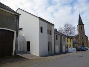 Toernich, au centre du village, maison entièrement neuve avec garage et jardin orienté au sud. Ce bien est composé comme suit: ni