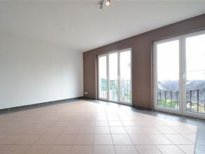 Arlon centre, très bel appartement remis à neuf de 90 m² composé comme suit: vaste séjour lumineux, cuisine éq