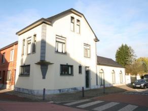 Charmante hoekwoning met 3 slaapkamers, dubbele garage en tuin. Gelegen in het centrum van Wespelaar nabij het treinstation, supermarkt en bakker. Goe