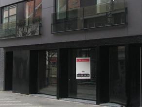 Casco handels- of kantoorruimte van 137 m² te huur. Geen horeca.