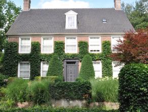 In één van de meest gegeerde wijken van Brasschaat vinden we dit karaktervol Engels landhuis, afgewerkt met prachtige en moderne details