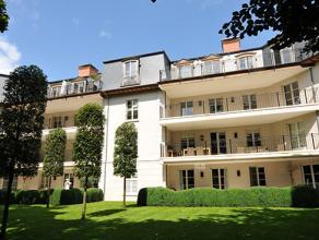 Deze exclusieve penthouse met riant terras is een staaltje pure luxe in een prachtig privé-domein.<br /> Via een prachtige inkomhal op franse w