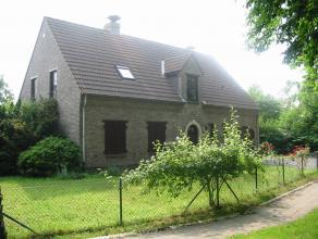 Deze villa ligt nabij de Lage Kaart in Brasschaat. Goed centraal gelegen maar toch rustig.<br /> De woning zelf bestaat uit een inkom met gastentoilet