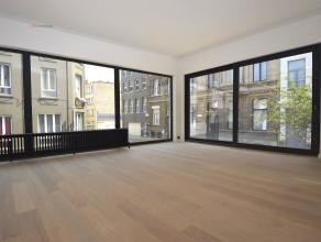 Dit appartement bevindt zich op de eerste verdieping in een gebouw dat net een totaal renovatie heeft ondergaan.Het appartement werd afgewerkt met kwa