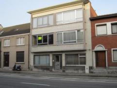 Gerenoveerd appartement met één slaapkamer Centrale ligging - winkels en openbaar vervoer in de buurt. Indeling: inkom, woonkamer, nieuw