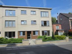 Recent gerenoveerd appartement Het appartement is ingedeeld als volgt: Inkomhal, woonkamer, ingerichte keuken met toestellen, berging met aansluiting