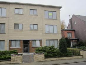 Recent gerenoveerd appartement aan de centrumrand Indeling: inkomhal, ruime woonkamer, ingerichte keuken met toestellen, berging, ingerichte badkamer