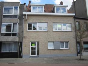 Prachtig appartement met groot terras nabij het station! Indeling: ruime inkomhal, toilet apart, grote woonkamer, ingerichte keuken met toestellen, z&