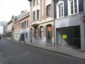 Vernieuwde woning in centrum Beveren Kan ook dienen als kantoorruimtes! Indeling: inkomhal met trap, kelder, woonkamer, eetkamer, toilet apart, ingeri