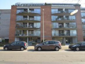 Centraal gelegen appartement Indeling: inkomhal, toilet apart, berging, woonkamer, ingerichte keuken met toestellen, ingerichte badkamer met ligbad, t