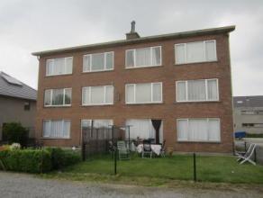 Mooi onderhouden appartement op het gelijkvloers Indeling: inkomhal, berging, woonkamer, ingerichte keuken, ingerichte badkamer met inloopdouche en to